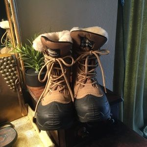 Itasca winter boots size 9.